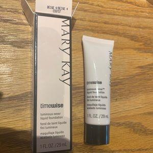 Mary Kay Timewise Luminous-Wear Foundation Beige 4
